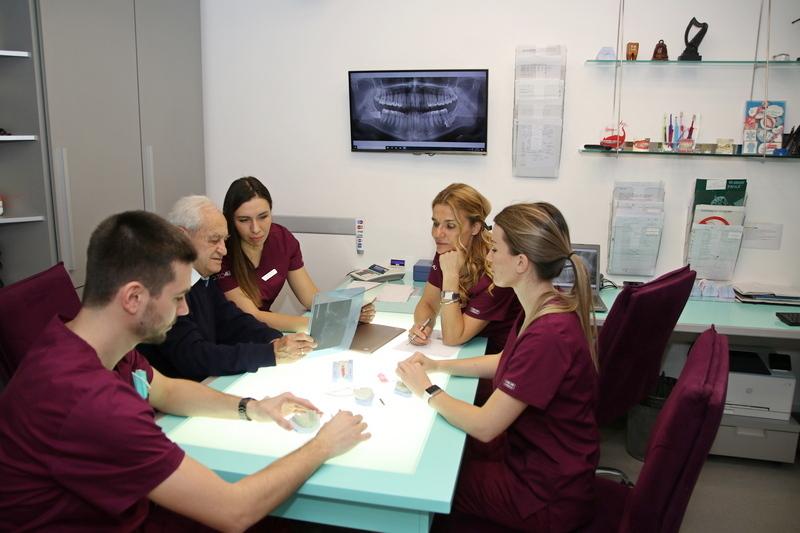 Stomatološka ordinacija Orto4u dr Biljane Reba specijalizovana je za rad sa ortodontskim pacijentima. Izrada mobilnih i fiksnih proteza